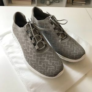 NWOT Womens Cole Haan zerogrand sneakers in size 9
